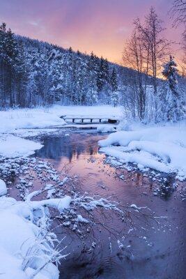 Adesivo Alba nel corso di un fiume in inverno nei pressi di Levi, Lapponia finlandese