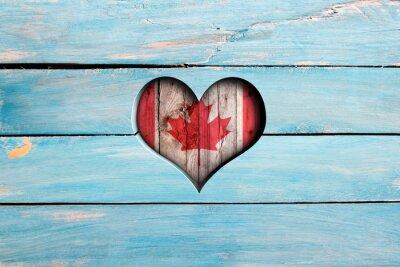 Adesivo Amore Canada. Cuore e bandiera su una tavola di legno blu