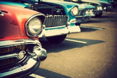 Adesivo auto d'epoca in una fila