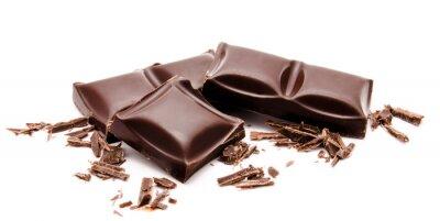 Adesivo Barrette di cioccolato scuro pila con briciole isolati su un bianco
