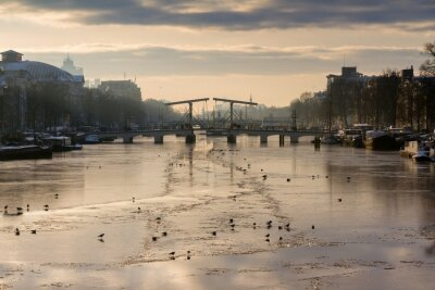 Adesivo Beautiful winter panorama of the river Amstel in Amsterdam, the Netherlands, looking towards the skinny bridge.