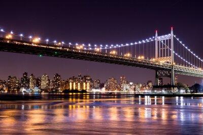 Adesivo Bella vista di notte di New York City e la 59th Street Ed Koch ponte guardando attraverso di Manhattan.