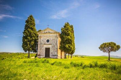 Adesivo Bello paesaggio con cappella in Toscana, Italia