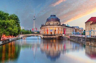 Adesivo Berlino, Museo preannunciato con la riflessione in Spree, Germania