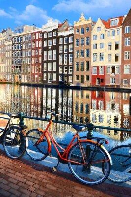 Adesivo Biciclette lungo i canali con le riflessioni, Amsterdam, Paesi Bassi