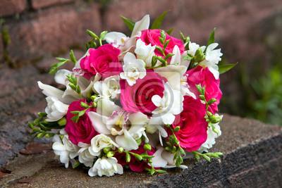 Mazzo Di Fiori Orchidee.Bouquet Di Fiori Di Colori Bianchi E Rossi Di Orchidee E Rose