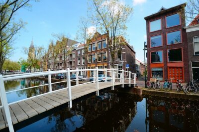 Adesivo Bridge over the canals of Delft, Netherlands