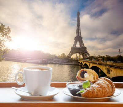 Adesivo Caffè con cornetti contro la Torre Eiffel a Parigi, Francia
