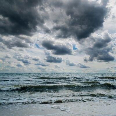 Adesivo cielo tempestoso sopra il mare scuro