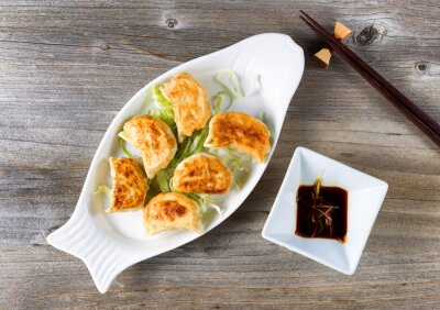 Adesivo Cinese gnocco fritto piatto con salsa di immersione pronta da mangiare