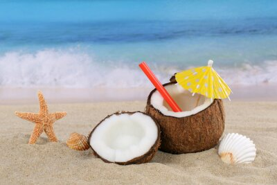 Adesivo Coconut cocktail di frutta drink in estate in riva al mare e la spiaggia