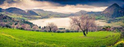 Adesivo Colorful mattina panorama del lago Rosamarina