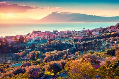 Adesivo Colorful tramonto di primavera nel villaggio Solanto