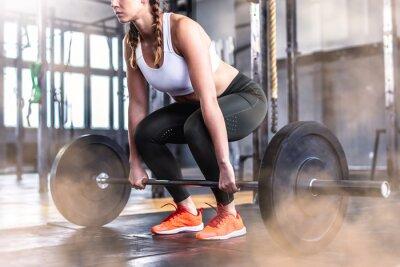 Adesivo Colpo di fitness donna in palestra con bilanciere