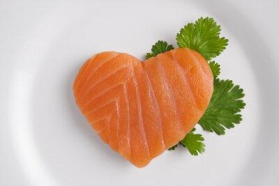 Adesivo Cuore a forma di salmone sul piatto bianco