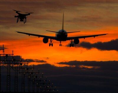 Adesivo Drone volare vicino aereo commerciale