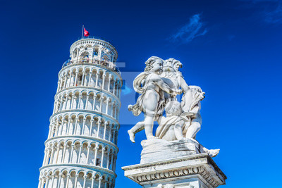 Adesivo Famosa torre pendente di Pisa Italia. / Famosa torre pendente di Pisa Italia con la statua di angeli in primo piano.