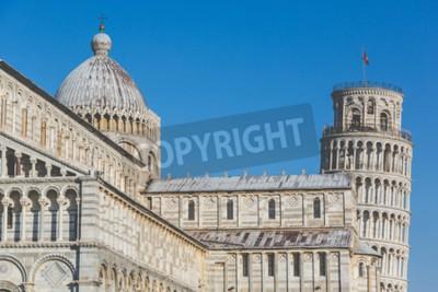 Adesivo Famosa torre pendente e la Cattedrale di Pisa, Italia. Close up vista di questi due famosi edifici italiani, con un cielo blu su sfondo. Viaggi e architettura concetti. modifica Vintage.