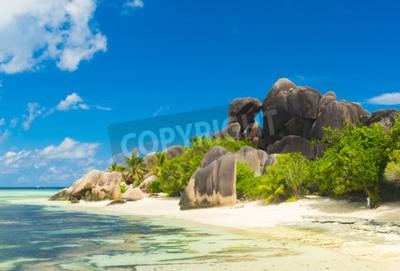 Adesivo Famosa vista di massi di granito bella forma e una sabbia bianca perfetto sulla famosa spiaggia di Anse Source d'Argent, La Digue Island, Seychelles
