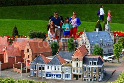 Adesivo Famoso parco in miniatura e attrazione turistica di Madurodam, che si trova a L'Aia, sede di una serie di scala 1:25 modello di repliche di famosi punti di riferimento olandese