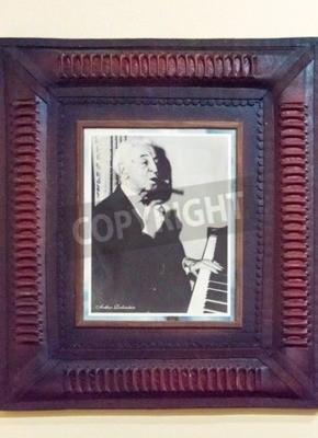 Adesivo Famous fumatori di sigari cubani: Ritratto di Arthur Rubinstein alla galleria dei fumatori famosi in casa Habano a Santa Clara, Cuba. Il leggendario pianista amato sigari cubani, specialmente Montecri