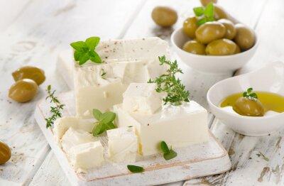 Adesivo Formaggio di feta con le olive verdi.