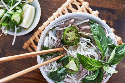 Adesivo Foto dall'alto di mangiare vietnamita pho manzo