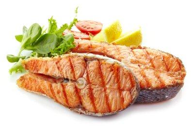 Adesivo fresco alla griglia fette di bistecca di salmone