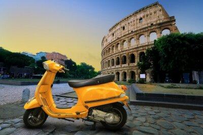 Adesivo Giallo scooter d'epoca sullo sfondo del Colosseo