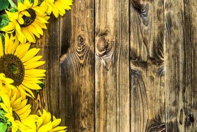 Adesivo Girasoli su sfondo di legno rustico. Fiori sfondi con copia-spazio