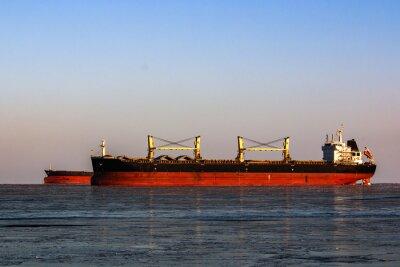Adesivo grossa petroliera in coda per il carico di petrolio in mare ghiacciato