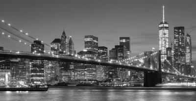 Adesivo In bianco e nero lungomare di Manhattan di notte, New York.