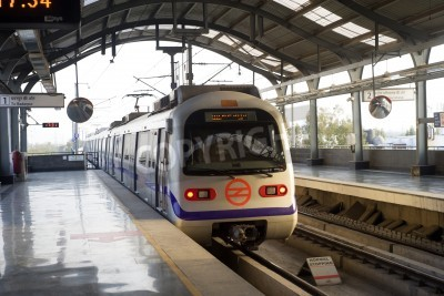 Adesivo Indiano treno della metropolitana moderna a Delhi