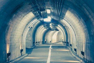 Adesivo Interno di un tunnel urbano in montagna senza traffico ..