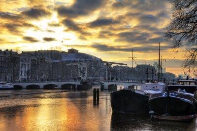 Adesivo Inverno bellissimo panorama del fiume Amstel e il ponte magro ad Amsterdam, nei Paesi Bassi. HDR