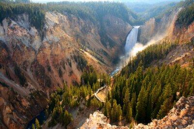 Adesivo Lower Falls - Luce del sole illumina lo spray come il fiume Yellowstone si blocca sopra le cascate più basso nel Grand Canyon di Yellowstone.
