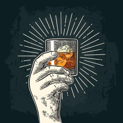 Adesivo Mano maschile in possesso di whisky di vetro con raggio