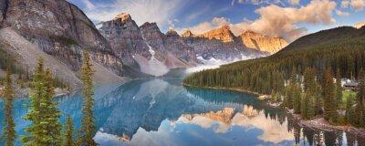 Adesivo Moraine Lake at sunrise, Banff National Park, Canada