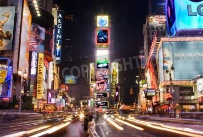 Adesivo New York - 25 Maggio 2007: scena serale di Times Square a Manhattan (New York City) con tutti i cartelloni Illuminati fino e pubblicità