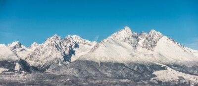 Adesivo Paesaggio di montagna, neve coperto alte montagne e cielo blu