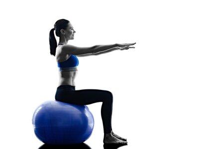Adesivo palla donna pilates esercizi di fitness isolato