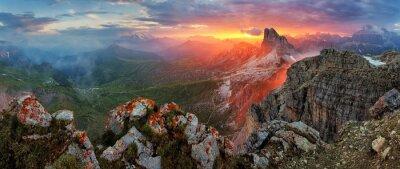 Adesivo Panorama drammatico tramonto in dolomiti alpi montagna dal picco Nuv