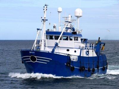 Adesivo Peschereccio 15b, Peschereccio in corso per porto per sbarcare pesce.