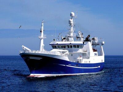 Adesivo Peschereccio P1, Peschereccio in corso per porto per sbarcare pesce.