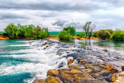 Adesivo Piccolo ruscello e cascata nella natura preservata