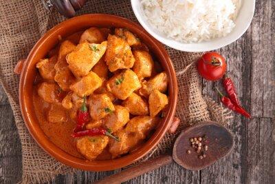 Adesivo pollo al curry con salsa e riso