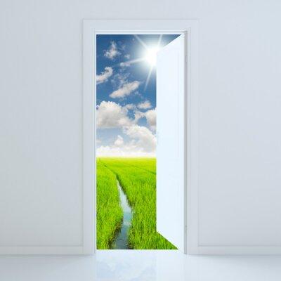 Adesivo porta aperta alla bellezza campo verde