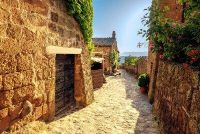 Adesivo restringe di sole in una giornata estiva in una vecchia città italiane