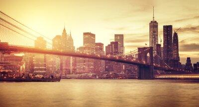 Adesivo Retro stilizzato Manhattan al tramonto, New York, Stati Uniti d'America.