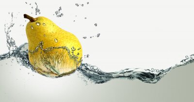 Adesivo Ripe pear and splashes of water.